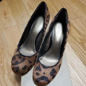 Liz Claiborne Leopard Wedges in size 6